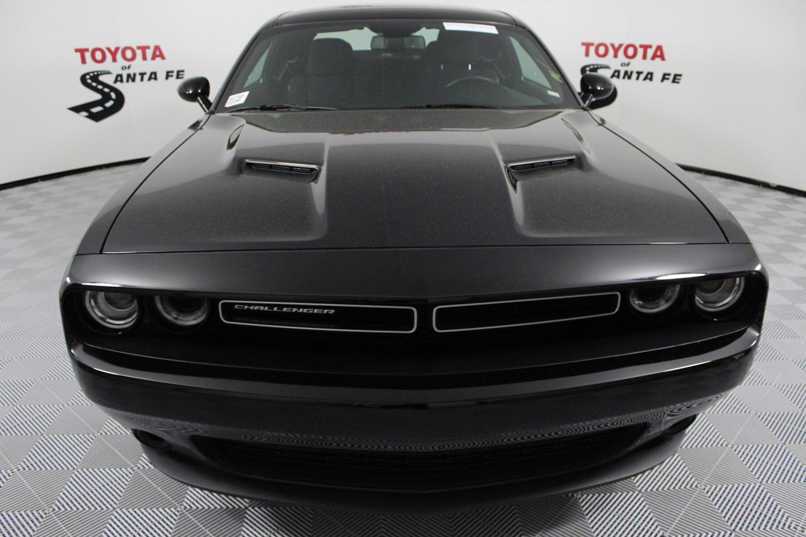 Pre-Owned 2018 Dodge Challenger SXT RWD Coupe