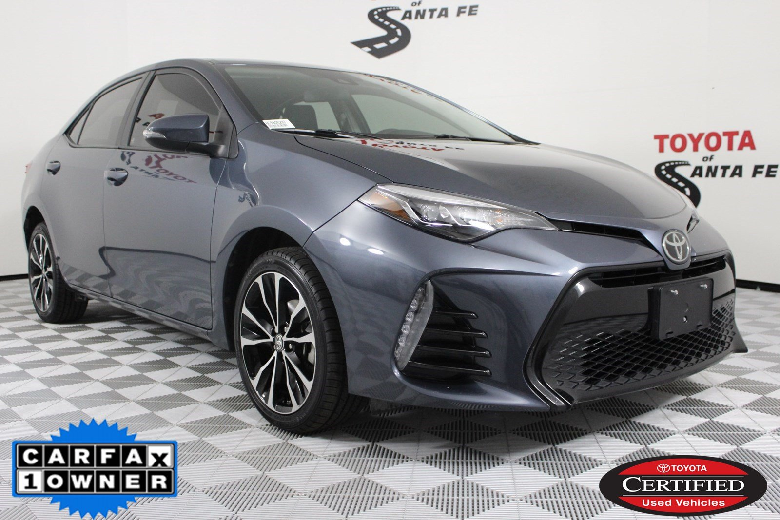 Certified Pre-Owned 2017 Toyota Corolla SE FWD Sedan