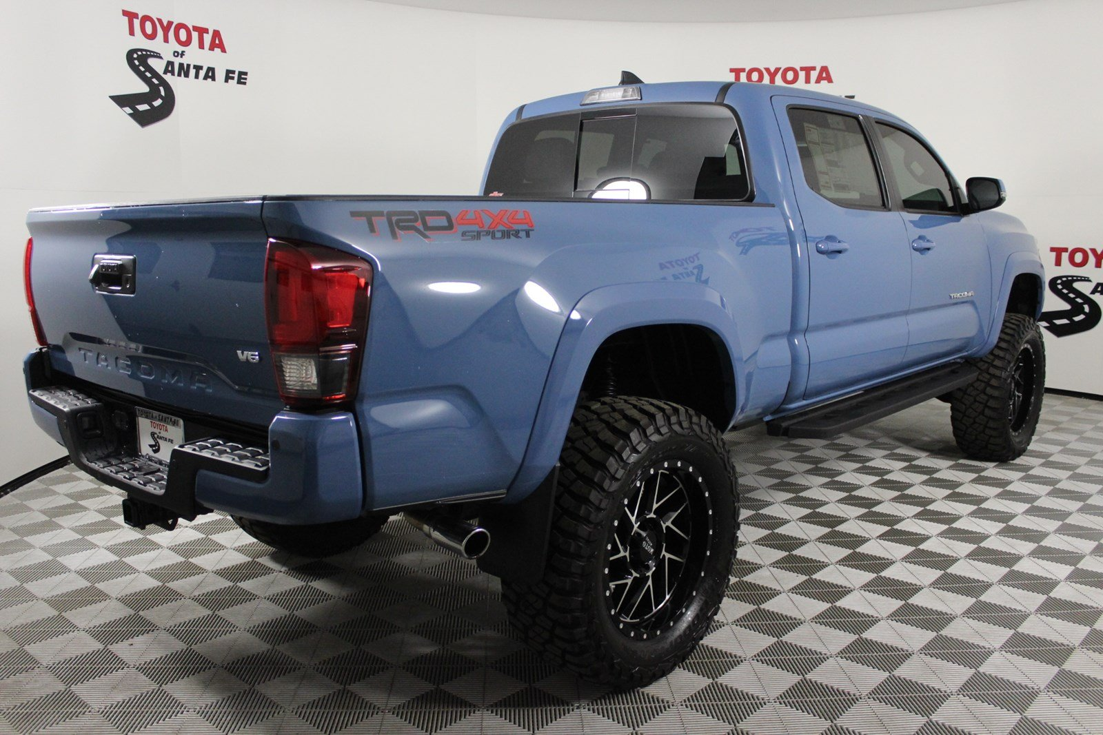 New 2019 Toyota Tacoma TRD Sport Double Cab 6' Bed V6 AT  KM060228