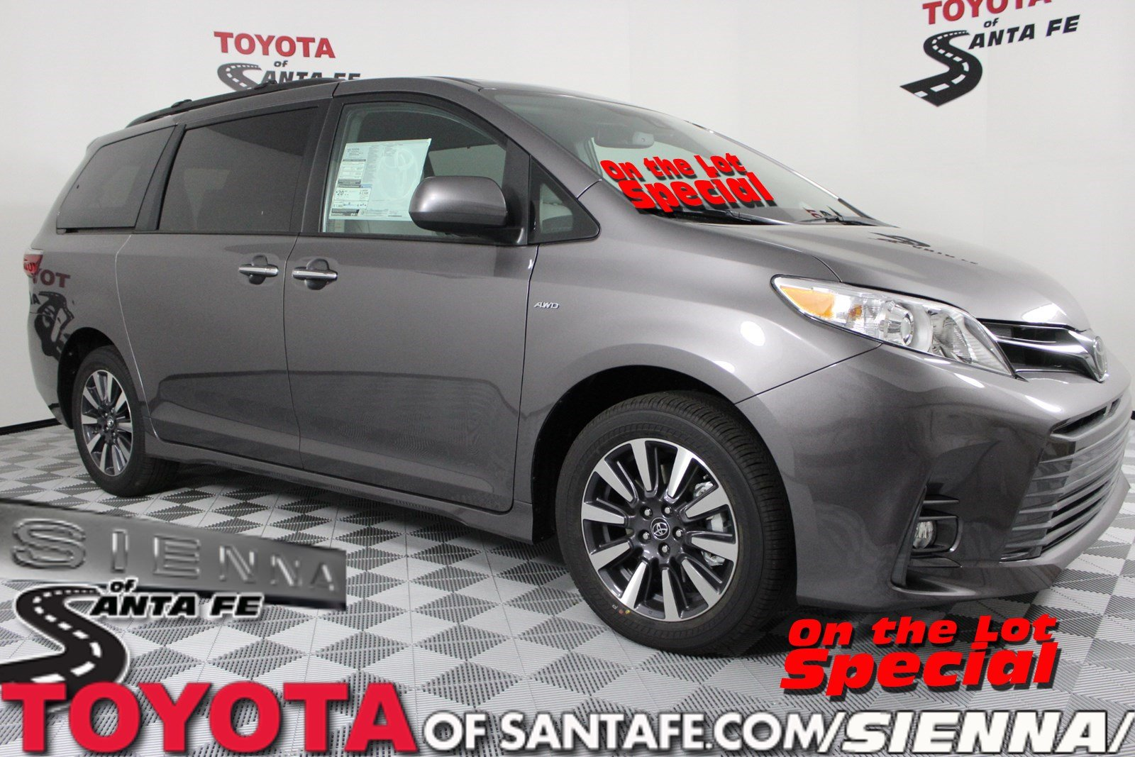 New 2019 Toyota Sienna XLE AWD KS214559