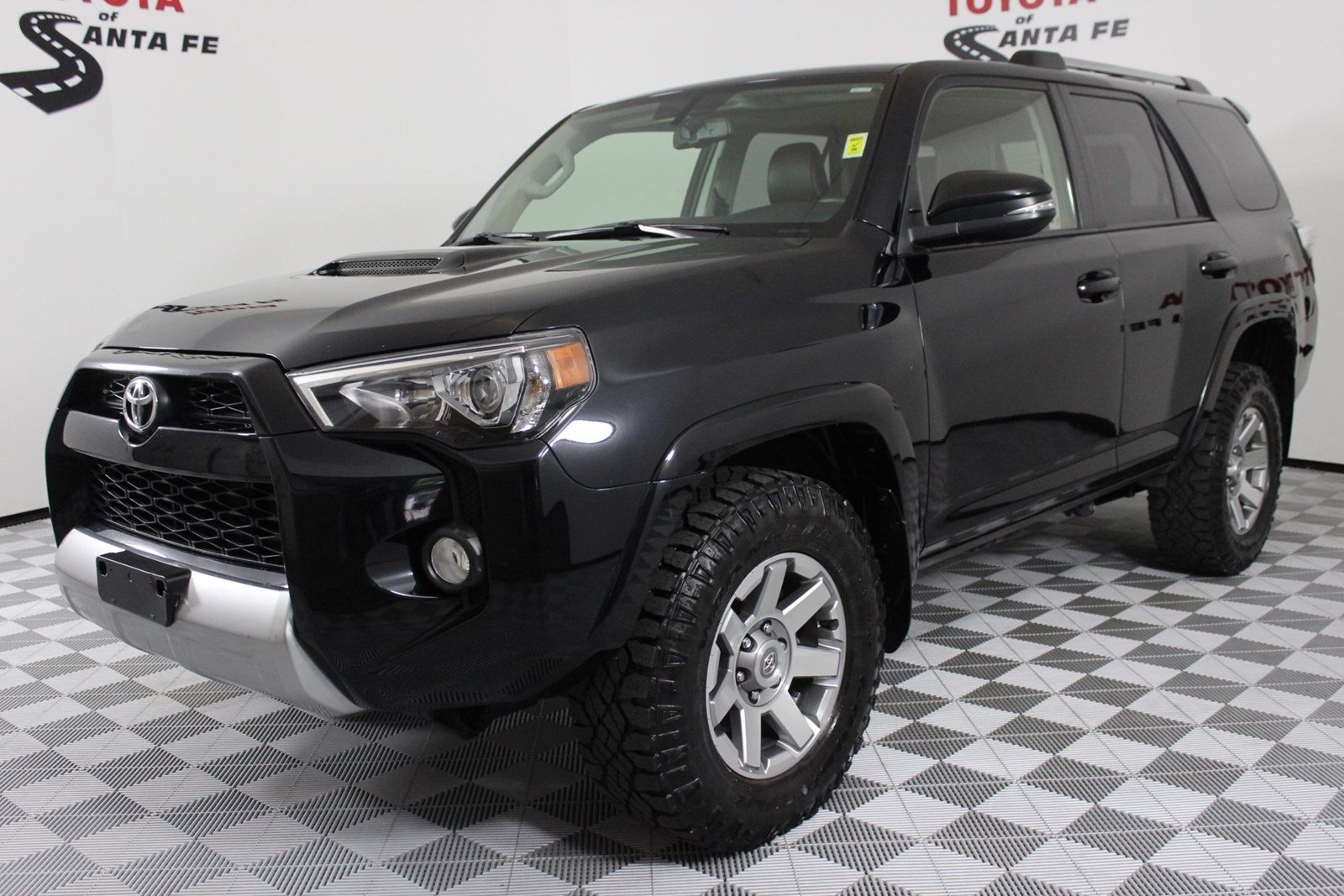 Pre-Owned 2016 Toyota 4Runner Trail Premium With Navigation & 4WD  G5376367T1
